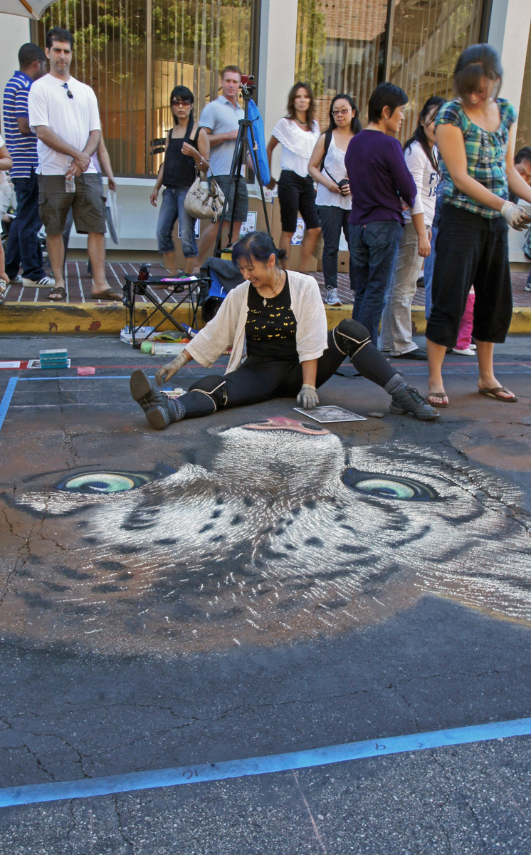 A real street artist and admirers, Palo Alto Street Fair